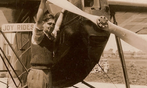 Doug Bianchi with a Dessouter at Hanworth, 1930
